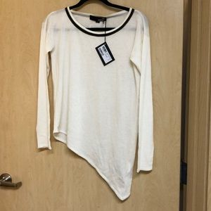 •LOW PRICE MAKE OFFER•$420 RETAIL MOSCHINO SWEATER
